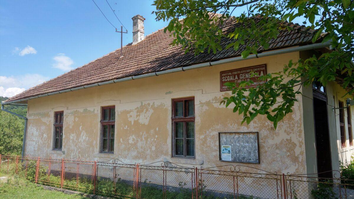 Școala Generală – Clasele I – IV. Sat Poieni, comuna Densuș, județul Hunedoara